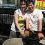 Maueen and Emma Volunteer at Arcola Park SM