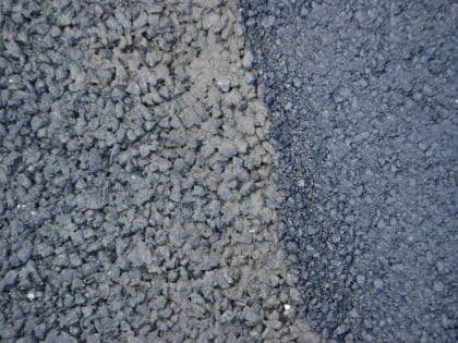 Traditional asphalt pavement (left) and porous asphalt pavement (right.